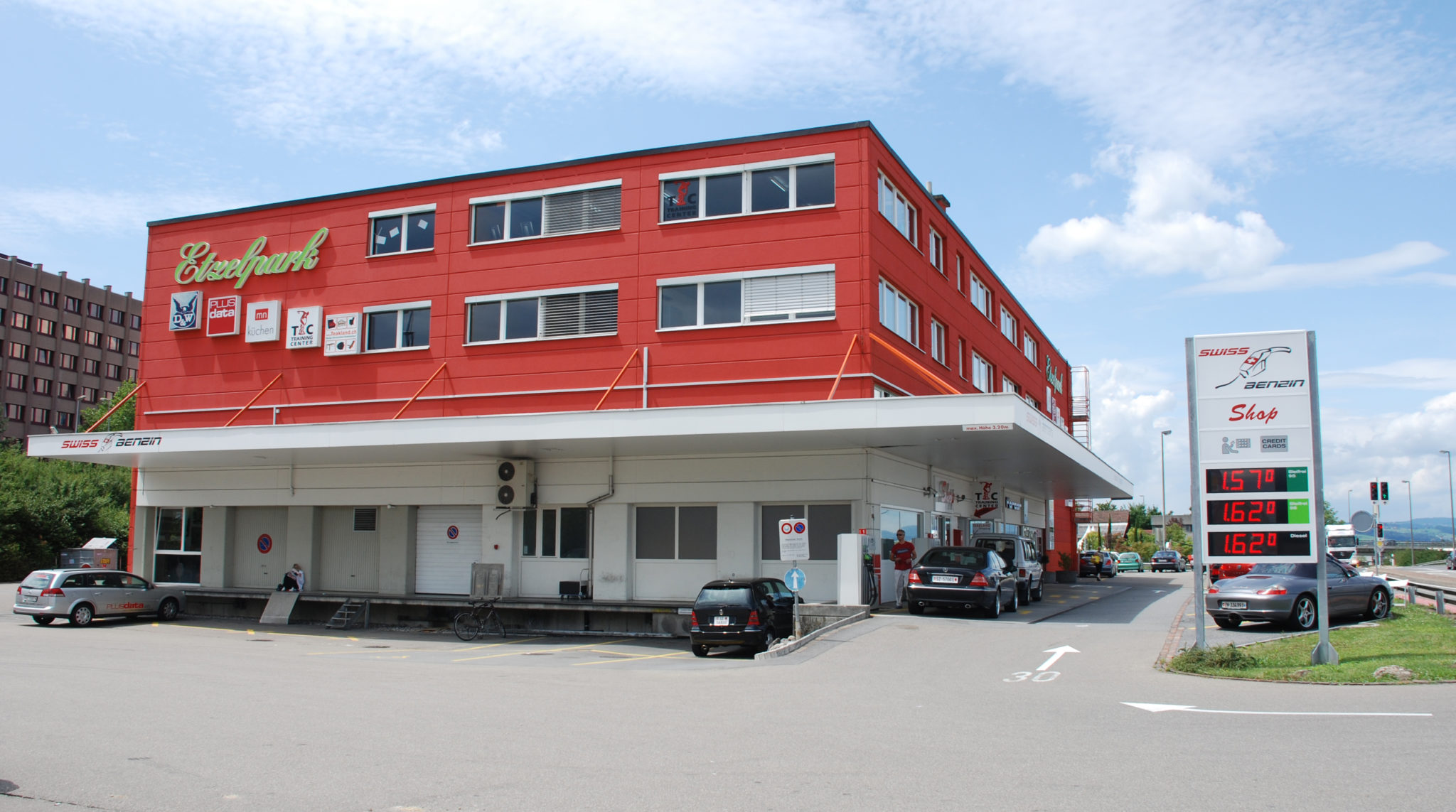 rotes Gebäude, Etzelpark, Churerstrasse 154, 8808 Pfäffikon SZ