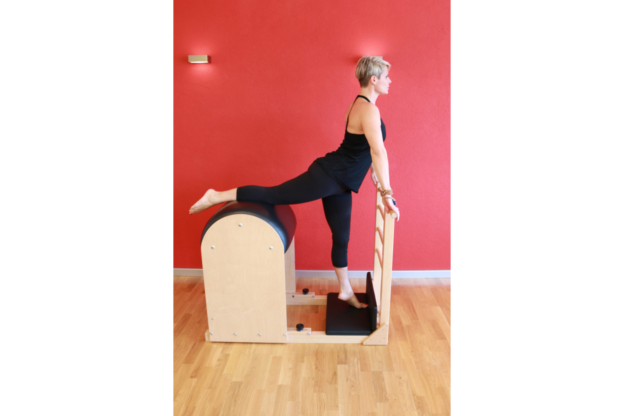 Pilates auf dem Ladder Barrel