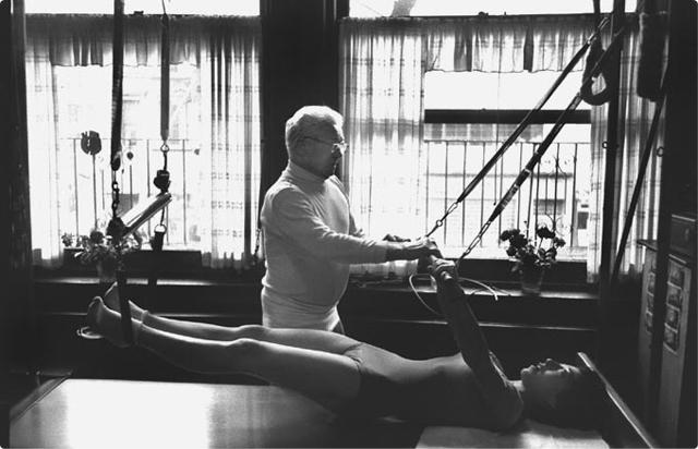 Bild Pilates-Poster, Cadillac, Übung breathing