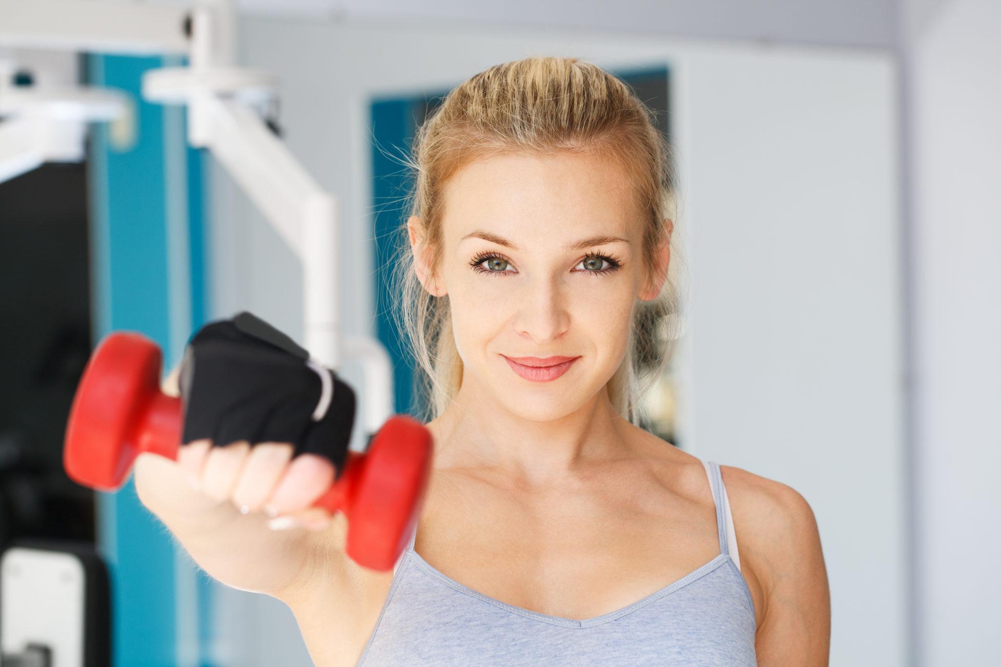 Fitness, Frau mit Hantel