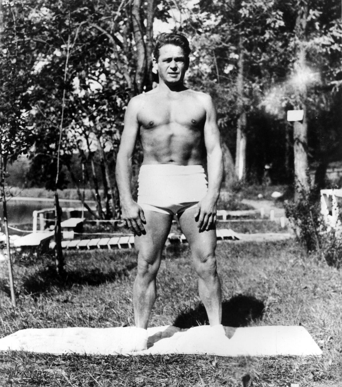 Foto Joseph Pilates als Anatomie Foto-Modell
